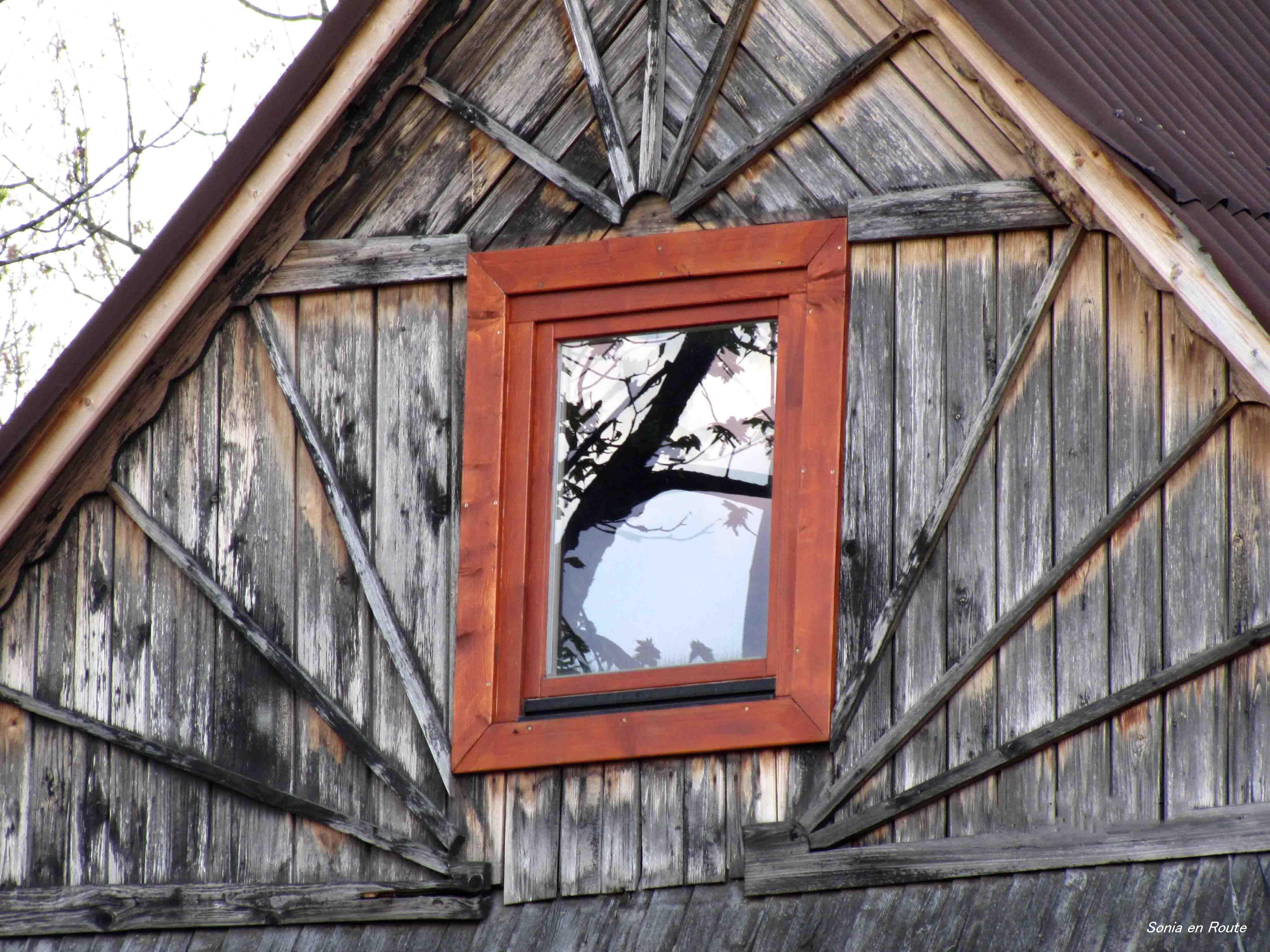 Attic Window – Sonia en Route